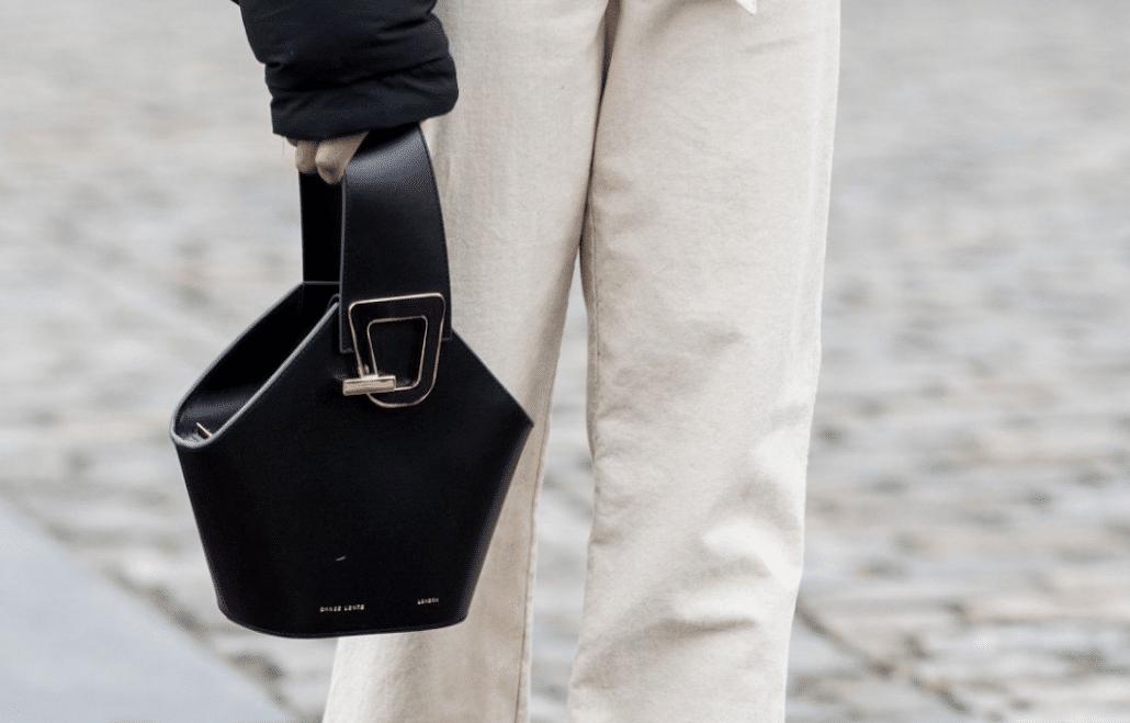 Close-up of Danse Lente's centre-handle bag in black.
